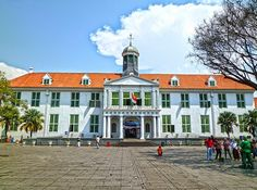 Museo de historia Plaza, Asia, Mansions, House Styles, Home Decor, Jakarta, Continents, Museums, Countries