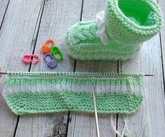 Aprende con kiara - Manualidades en Crochet Crochet Booties Pattern, Knit Baby Booties, Crochet Stitches Patterns, Baby Knitting Patterns, Knitting Designs, Diy Crafts Knitting, Diy Crafts Crochet, Knitted Hats, Crochet Hats