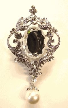 Clear Swarovski Crystal And Ivory Pearl Bridal Brooch. Size: 3.5 inch (L).    Very detailed and fine work.    This gorgeous pin is decorated with Sparkly Swarovski Crystals.