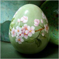 ceramiczne jajo malowane naszkliwnie z pracowni BorysArt