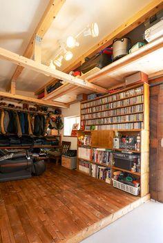 フィトライフの庭小屋を大人の秘密基地にする(趣味の空間) Garage House, Industrial Chic, Tool Storage, Garages, Ideal Home, Bookshelves, Home Remodeling, Man Cave, Home Office