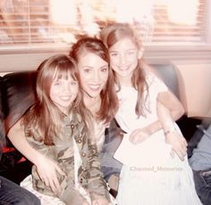 Alyssa, with the 2girls that played her daughters, on the last ep.