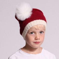 Drömmer du om en ny nisseluva till jul? Då kan Julius Nisseluva vara svaret! Julius är en klassisk nisseluva i rött och vitt med en tofs i toppen. Den stickas i Easy Care, som är ett otroligt mjukt garn. Julius kommer därför säkert att bli julens stora hit. Mått Passar till huvudmått 52 (54) 56 (58). Stickfasthet 26 maskor på 10 cm. #hobbiidesign #hobbiieasycare #hobbiijulius Knitting Patterns Free, Free Knitting, Free Pattern, Hat Patterns, Crochet Patterns, Christmas Hat, Handmade Christmas, Christmas Patterns, Knit Or Crochet