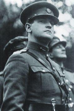 48ab48b66cf Irish Republican Army leader Michael Collins led the IRA in the Anglo-Irish  war