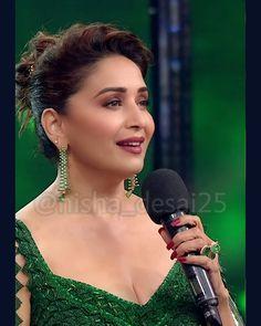 Madhuri Dixit, India Beauty, Indian Fashion, Beauty Women, Bollywood, Drop Earrings, Hot, Instagram, Drop Earring