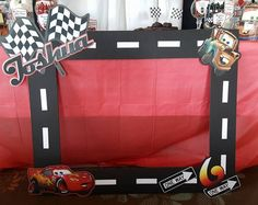 Marco de cabina de fotos de Disney Cars / rayo Mcqueen | Etsy Hot Wheels Birthday, Hot Wheels Party, Race Car Birthday, Race Car Party, 3rd Birthday, Birthday Ideas, Car Themed Parties, Cars Birthday Parties, Birthday Party Decorations