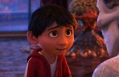 """A Disney/Pixar divulgou nesta quarta-feira (13) um novo trailer de """"Viva: A Vida é uma Festa"""" (""""Coco"""" no original em inglês). Ao som de """"Bitter Sweet Symphony"""", do The Verve, o novo trailer mostra um pouco mais da Terra dos Mortos, onde o protagonista Miguel vai parar com seu cachorro. """"Viva: A Vida é uma …"""
