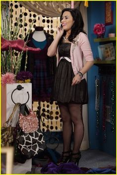 Demi Lovato Photo: Demi Lovato and Sterling Knight:Date Night in Sonny With A Chance Demi Lovato 2008, Sonny Munroe, Demi Lovato Albums, Sonny With A Chance, Demi Lovato Style, Tv Show Outfits, Disney Inspired Fashion, Celebs, Celebrities