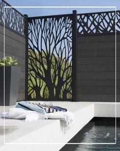 Clôturer votre piscine avec les panneaux Néva entièrement modulables et personnalisables. Esthétiques et faciles à poser, cet été prenez un bain de soleil à l'abri des regards indiscrets. #castorama #panneauxmodulables #cloture #panneauxcomposite #cloturecomposite
