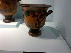 danae y la lluvia de oro Planter Pots, Vase, Home Decor, Greek Mythology, Greek, Serif, Rain, Museums, Gold