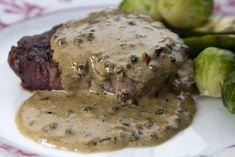 Η απλή και κλασική Γαλλική συνταγή για αρωματικό και πικάντικο φιλέτο με σάλτσα πιπεριών