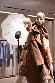 """MAXMARA,London,UK, """"You're going to adjust me with photoshop later ,right?"""",close-up Marilyn Windows, design by Chameleon Visual, pinned by Ton van der Veer"""