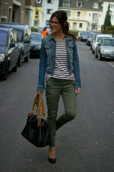 outfit idea for my new olive skinny jeans. I like the pairing with stripes and a… outfit idea for my new olive skinny jeans. I like the pairing with stripes and a jean jacket Fall Winter Outfits, Autumn Winter Fashion, Spring Outfits, Outfit Summer, Weekend Outfit, Weekend Wear, Winter Dresses, Looks Street Style, Looks Style