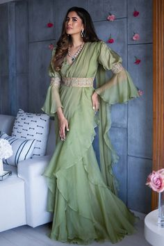 Party Wear Indian Dresses, Indian Bridal Outfits, Dress Indian Style, Indian Fashion Dresses, Indian Designer Outfits, Stylish Dresses For Girls, Stylish Dress Designs, Lehenga Saree Design, Saree Blouse Designs