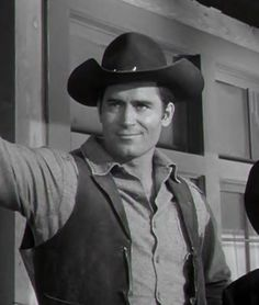 "Clint in a scene from the TV show ""Cheyenne. Tv Actors, Actors & Actresses, Hollywood Stars, Old Hollywood, Clint Walker Actor, Cheyenne Bodie, James Drury, Men Are Men, Tv Westerns"