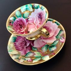 На данном изображении может находиться: 1 человек Vintage Cups, Vintage China, Vintage Tea, Teapots And Cups, Teacups, Tea And Crumpets, English Tea Cups, Teapots Unique, Coffee Cup Set