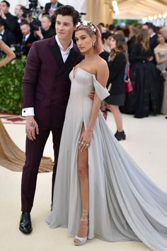 Shawn Mendes and Hailey Baldwin at the 2018 Met Gala in NYC Shawn Mendes Concert, Shawn Mendes Cute, Gala Dresses, Wedding Dresses, Prom Dress, Mendes Army, Vogue, Costume Institute, Hailey Baldwin