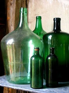 Old Green Bottle Collection Antique Glass Bottles, Vintage Bottles, Bottles And Jars, Glass Jars, Plastic Bottles, Vintage Green Glass, Glass Collection, Colored Glass, Shades Of Green