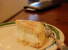 CupCakes and CrabLegs: Olive Garden Lemon Cake