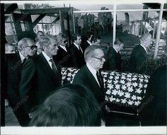 LA5 1980 David Janssen Funeral Pall Bearers Rod Stewart Gene Kelly Berle Photo