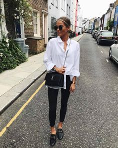 Mode femme Fashion women spring outfit class: black slim pants, white shirt, Gucci mules and YSL bag Black Women Fashion, Look Fashion, Street Fashion, Winter Fashion, Womens Fashion, Fashion Spring, Autumn Fashion 2018 Casual, Retro Fashion, Trendy Fashion