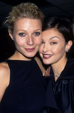 Gwyneth Paltrow and Ashley Judd showed off their '90s-style hair and makeup at the VH1 Fashion Awards in October 1996.