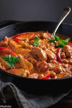 The best indian curry recipe ideas online. Here are some fantastic Indian Curry Recipes that the family will love. Check out these easy Indian curry recipes Easy Chicken Recipes, Healthy Chicken, Chicken Meals, Chickpea Recipes, Healthy Recipes, Healthy Food, Skinny Recipes, Chicken And Chickpea Curry, Chicken Paprikash