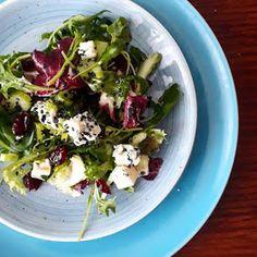 Kouzlo mého domova: Salát s brusinkami a nivou Sprouts, Potato Salad, Potatoes, Baking, Vegetables, Ethnic Recipes, Food, Potato, Bakken
