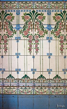 Jugendstil {need my German dictionary to figure out what that means...I'm kinda rusty these days, but it's a beautiful tile pattern!}