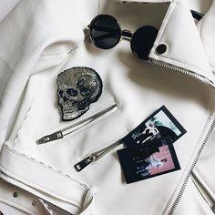 Уже второй череп в нашем исполнении , который так Вам полюбился всерьёз подумываем о целой коллекции стильных готичных брошей , как Вам идея ? ⬇️⬇️⬇️напишите в комментариях , какие бы вы хотели дизайны в бисерном исполнении!!! Следующая наша работа , например , будет тигр #sad_embroidery #handmade #embroidery #skull #череп #брошь #брошьизбисера #бисер #вышивка #ручнаяработа #рукоделие