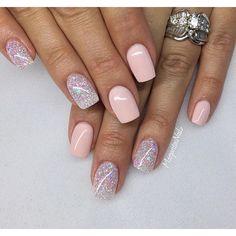 💅🏼💕✨#naturalnails #gelmani #gelnails #manimonday #nails #shortnails #glitter #nailart #MargaritasNailz #nailstagram #nailfashion #cutenails #allprettynails #nailstyle #nails