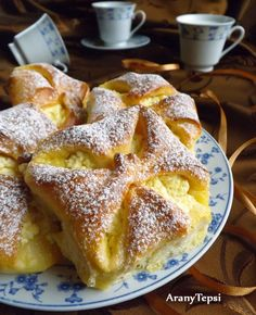 Kipróbált Túrós béles recept egyenesen a Receptneked. Hungarian Desserts, Hungarian Cake, Hungarian Recipes, My Recipes, Baking Recipes, Cake Recipes, Dessert Recipes, Favorite Recipes, Croatian Recipes