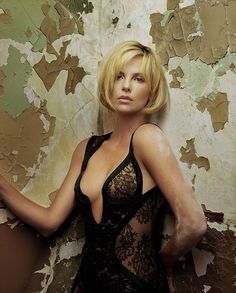 Charlize Theron -- girl of a thousand looks, all of them pretty unless she tries really hard to look otherwise.