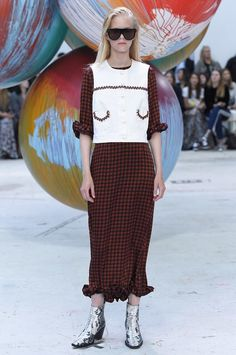 See all the Collection photos from Ganni Spring/Summer 2017 Ready-To-Wear now on British Vogue Spring Fashion 2017, All Fashion, Work Fashion, Fashion Show, Fashion Trends, Copenhagen Fashion Week, Fashion Marketing, Contemporary Fashion, Haute Couture