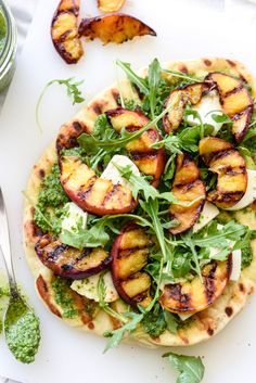 Flatbread-the fancy sister to pizza-is basically the LBD of finger food. Discover 20 flatbread recipes that will put pizza to shame. Grilled Flatbread, Flatbread Recipes, Flatbread Pizza, Pizza Recipes, Vegetarian Recipes, Cooking Recipes, Healthy Recipes, Meal Recipes, Roasted Radishes