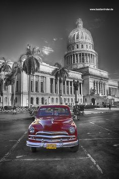 City of Havanna, Coloured Cuban Cars, Capitolio, Cuba