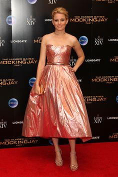 Elizabeth Banks wears Monique Lhuillier to 'The Hunger Games: Mockingjay Part 1' premiere. via @stylelist | http://aol.it/1Bbzvgb