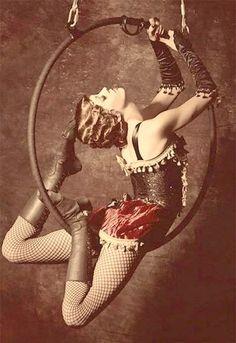 vintage cirque lyra