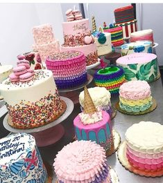 Many thanks to all our beautiful, creative cake artist who share their creations on. Pretty Cakes, Beautiful Cakes, Amazing Cakes, Cake Pop Bouquet, Cake Blog, Dessert Decoration, Decorations, Just Cakes, Bakery Cakes