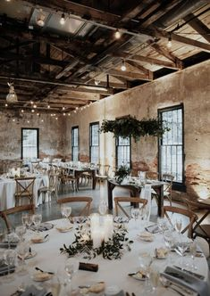Industrial Bohemian Wedding Reception in Brick Building .- Industrieller böhmischer Hochzeitsempfang im Backsteingebäude. Runde tische, g… Industrial bohemian wedding reception in the brick building. Bohemian Wedding Reception, Our Wedding, Dream Wedding, Wedding Rustic, Wedding Receptions, Wedding Script, Wedding Beauty, Wedding Greenery, Bohemian Weddings