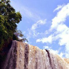El viento mueve y remueve las turbulentas aguas. Aguas nuevas para un buen comienzo. #ÁgætisByrjun #fozdoiguaçu #anossaviagemisverycool #Cataratasdoiguaçu #Brasil #Brazil #Bresil #Brasile #bluesky #natureaddict #Travelporn #skyporn #cloudporn #cloudy #sunny #travellover #traveler_stories #awesome #natureza #naturephotography #travelphotography #Wanderlust #triparoundtheworld #SouthAmerica #instatravel #instagood #instanature #insidenature