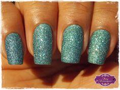 Esmeralda Crystal – Avon  #esmaltadasdapatydomingues #liquidsand #avon