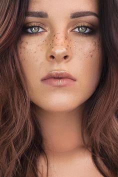 New Ways to Stand Out at Coachella Teen Vogue Makeup Inspo, Makeup Inspiration, Beauty Makeup, Hair Makeup, Hair Beauty, Makeup Ideas, Vogue Makeup, Eye Makeup, Makeup Style
