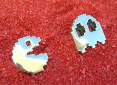 Pacman cufflinks... Will get these for a future guy :)