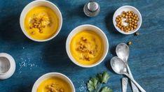 Polievka zo sladkých zemiakov s chrumkavým cícerom   Recepty.sk Cantaloupe, Favorite Recipes, Fruit, Food, Cilantro, The Fruit, Meals, Yemek, Eten