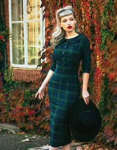 How To Fashion Tips Christmas Vintage Style Black Watch Tartan Pencil Dress.How To Fashion Tips Christmas Vintage Style Black Watch Tartan Pencil Dress Tartan Fashion, Look Fashion, Retro Fashion, Autumn Fashion, Vintage Fashion, Womens Fashion, Fashion Tips, Vintage Inspired Dresses, Vintage Dresses