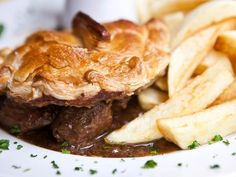 Amazing Steak & Onion Pie – 3 Syns Only - Healthy Recipes Cheese And Onion Pasty, Onion Pie, Steak And Onions, Steak And Ale, Onion Recipes, Beef Recipes, Cooking Recipes, Individual Pie Dishes, Good Pie