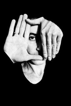 Ich mag die Handhaltung, hat was relativ symmetrisches und gleich ausgerichtetes, aber trotzdem eine Abwechslung http://upload.wikimedia.org/wikipedia/commons/d/d3/Hands_Dubfire_Photo.jpg