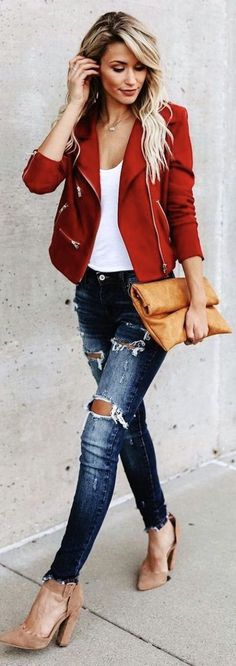 red zip-up coat and distressed blue fitted jeans - Women's Fashion - Mode der Dekor Mode Outfits, Short Outfits, Casual Outfits, Fashion Outfits, Women's Casual, Vest Outfits, Outfit Jeans, Casual Fall, Denim Outfits