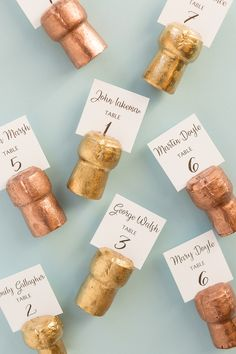 DIY Champagne Cork Place Card Holders : diy cork crafts Today I am going to show you how to create super simple DIY champagne cork place card holders for your wedding! Champagne Cork Crafts, Champagne Corks, Wedding Champagne, Wine Cork Wedding, Wine Cork Projects, Wine Cork Crafts, Wedding Crafts, Diy Wedding Decorations, Wedding Ideas